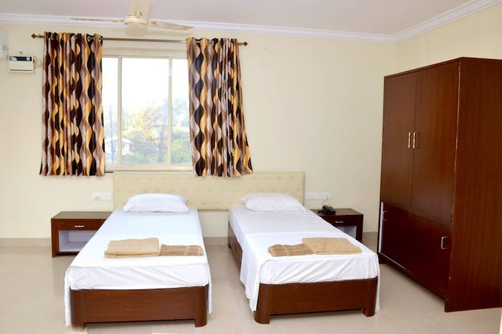 sea view rooms at bogmalo beach - South Goa - Penzion (B&B)