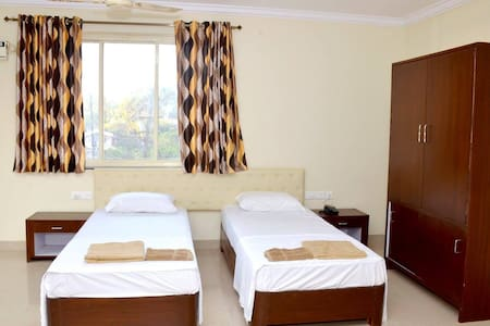 sea view rooms at bogmalo beach - South Goa - Bed & Breakfast