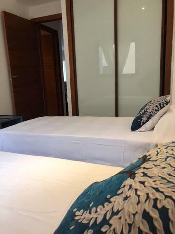 Habitación privada con baño para dos personas.