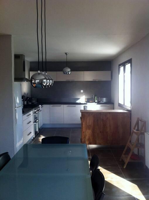 grande maison au calme sur hauteurs de chamb ry maisons louer chamb ry auvergne rh ne. Black Bedroom Furniture Sets. Home Design Ideas
