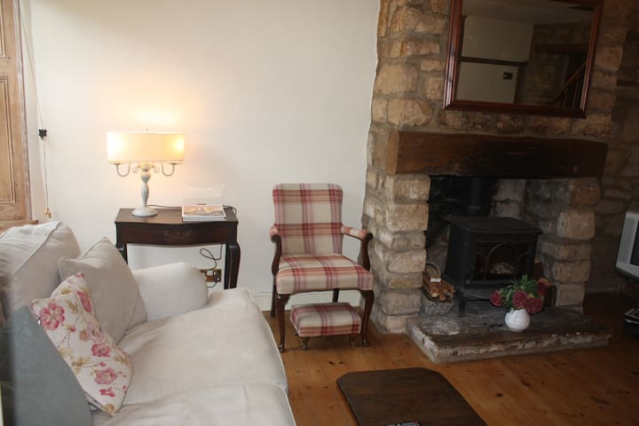 Cosy Cotswold Period Cottage - Dursley - House