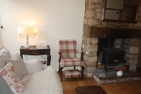 Cosy Cotswold Period Cottage - Dursley - Huis