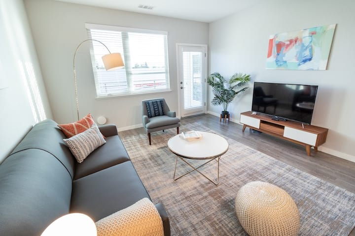 Kasa Menlo Park | Contactless Check-In + Free Parking | Pet Friendly