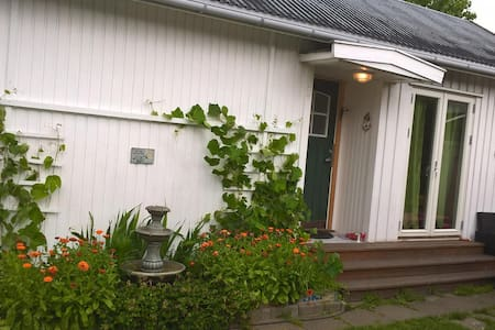 Charming garden cottage near town! - Fredrikstad