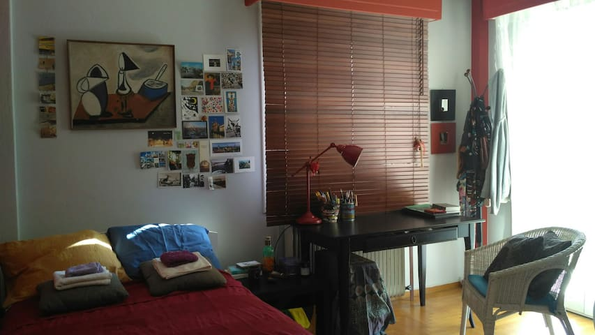 Artistic room near the city center of Athens - Athina - Casa