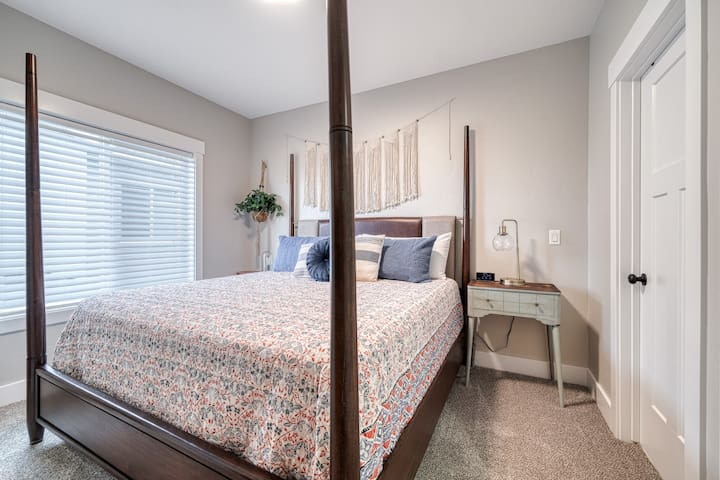 Beautiful master bedroom with four poster king size bed with pillow-top mattress.