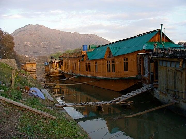 House Boat Zulekha