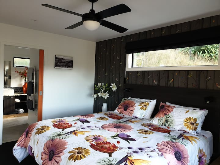 Luxury Accommodation, Garden View Cottages