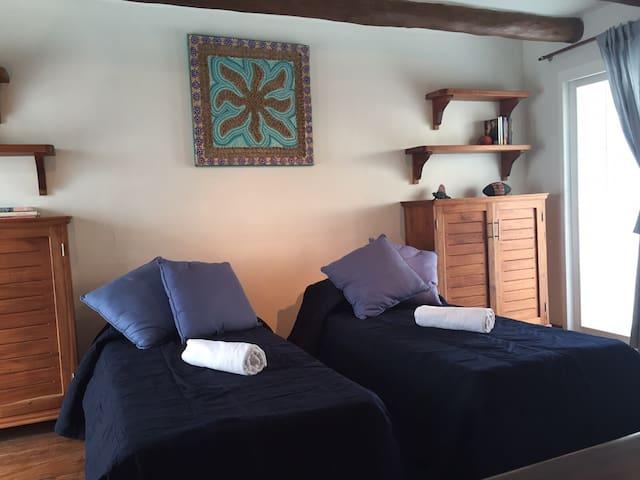 mezzanine con dos camas individuales sin puerta