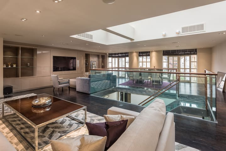 Spectacular 3 Bedroom House in Central London - Lontoo - Talo