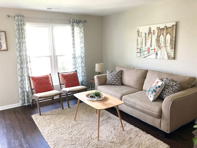 Newly Renovated Townhouse in Center of Apex
