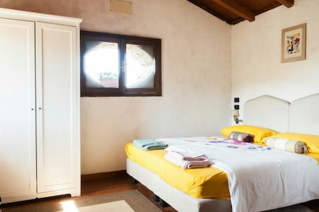 Double Room Ortensia stone farmhouse in the woods