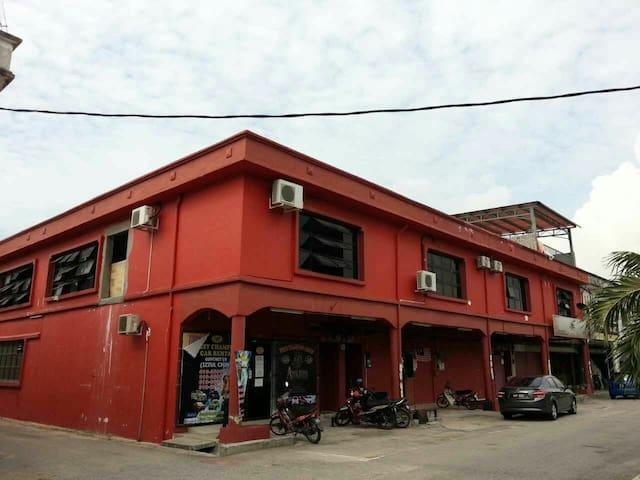 SRI MANJUNG 住宿 靠近总巴士站 只需走路二至三分钟