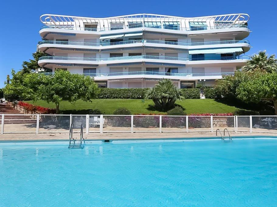 résidence gardée avec piscine sécurisée