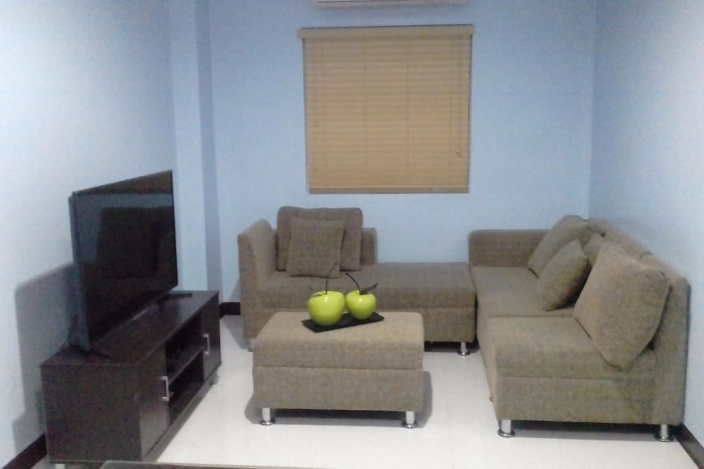 Living room, cable tv & internet with wifi