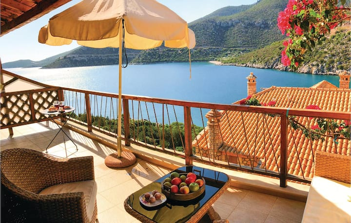 Holiday apartment with 2 bedrooms on 62m² in Varia Kinouria