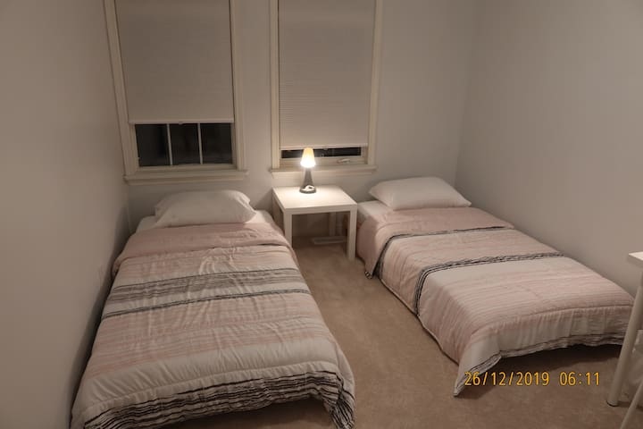 Love - CosyTwin Single Bedroom