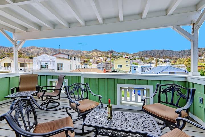 Hawaiian Themed Avalon Home, Close to Beach, WIFI - 310 Claressa