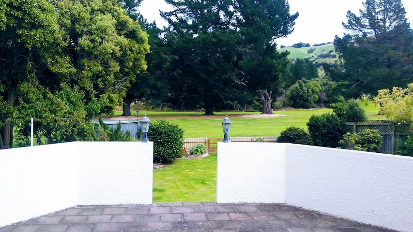 Private outdoor area, walk onto the golf course