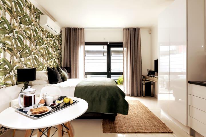 Santized Luxury Studio in heart of Fresnaye