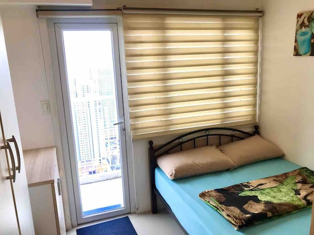 2BR Penthouse @ Light EDSA w/ Netflix and WIFI