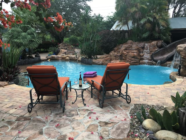 BOUNTY OF LOVE RANCH ~ PRIVATE POOL & HOT-TUB - Southwest Ranches - Guesthouse