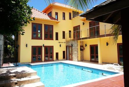 ONELUXE Villa Rental Ocho Rios -- ENTIRE VILLA - Ocho Rios