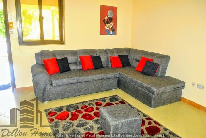 DeeVon Homes:Comfy Master Bed w/Garden View & Pool