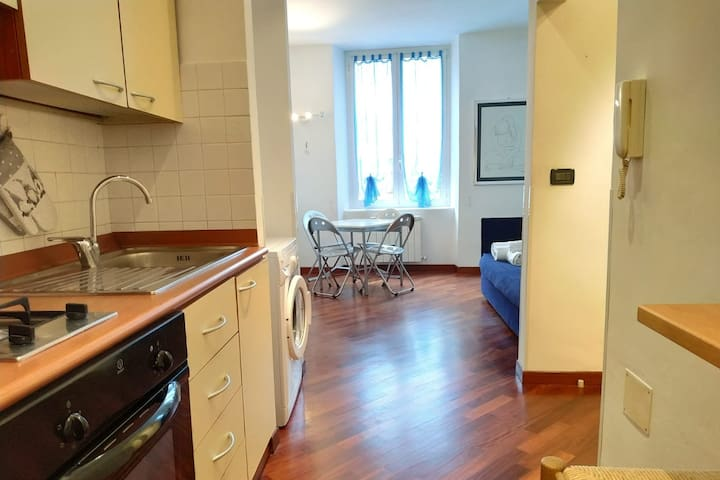 BEAUTIFUL APARTMENT IN THE LIVELY HEART OF GENOA