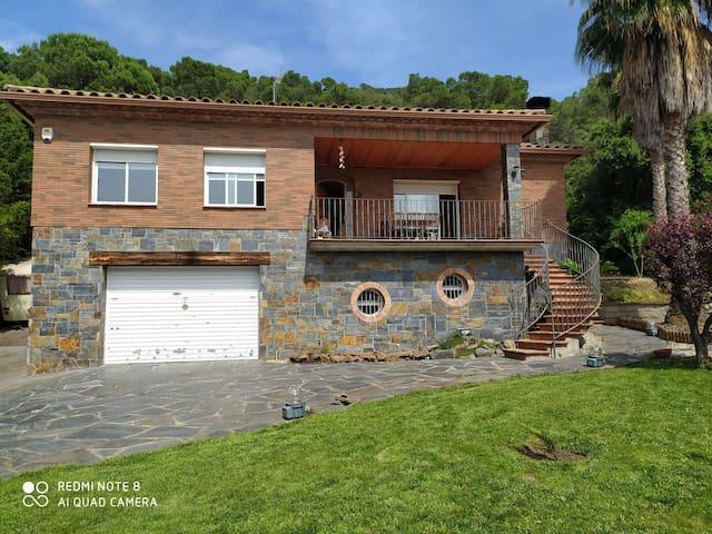 """Casa a 20"""" de Barcelona y a 3"""" de la Roca Village"""