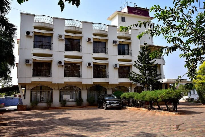 Deluxe Room with Mountain View in Lonavala