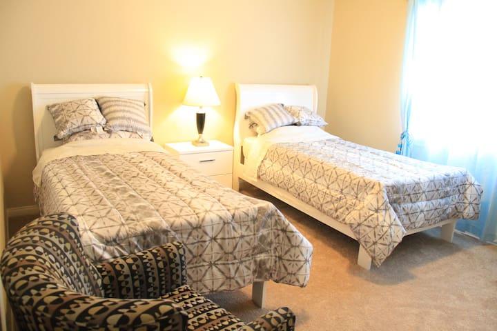 两张单人床    Twin beds