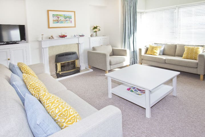 Lovely seafront 2 bedroom apartment