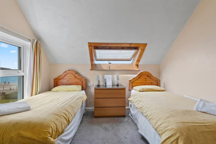Twin room with en-suite - Anchor Guest House