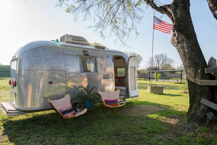 "The Vintage 1964 Airstream Globetrotter ""Maria"""