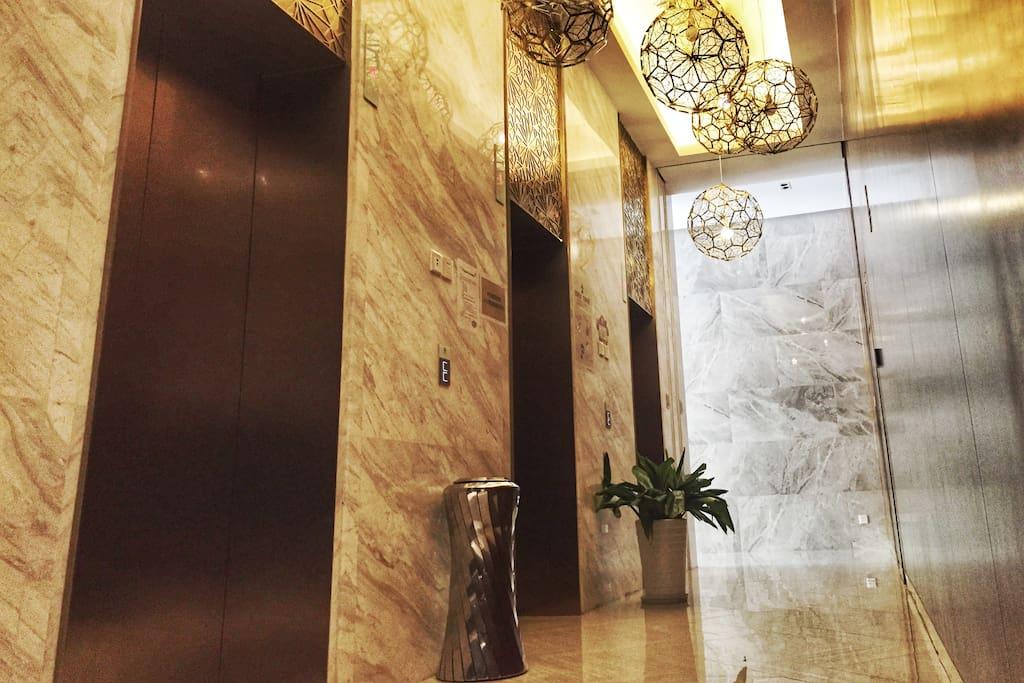 气派的电梯间