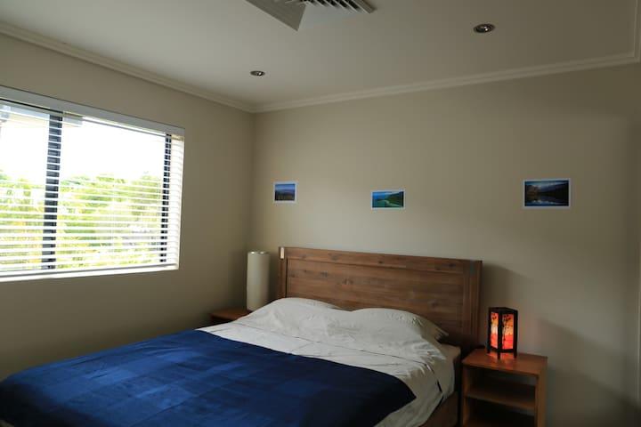 Cosy room with en-suite in a quiet street - Newmarket