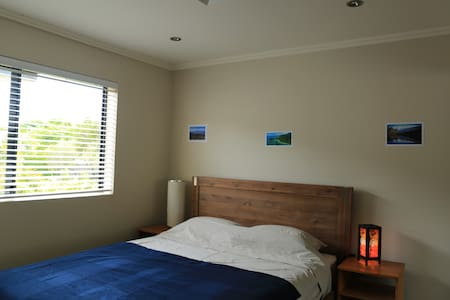 Cosy room with en-suite in a quiet street - Newmarket - Apartment