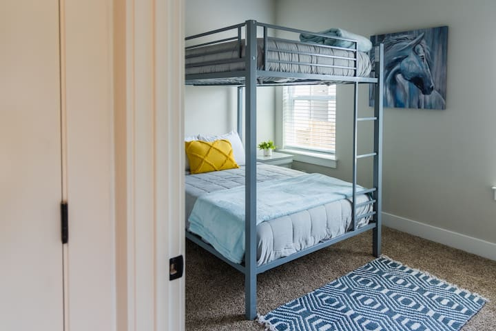 Room 3/Full Size Bunk Bed