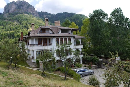 Cozy apartment for 4 in a peaceful area in Smolyan