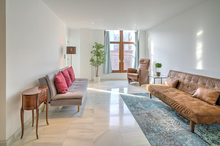 Marble Lodge. Apartment in Heart of Antwerp 4F
