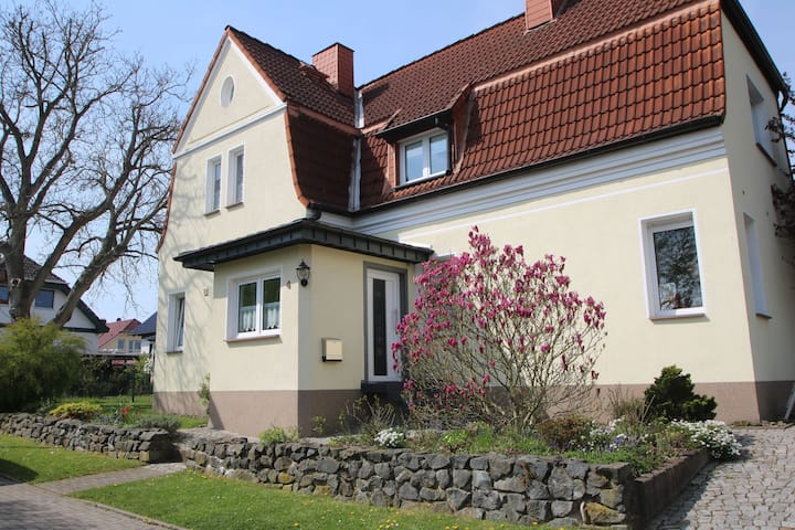 Comfortable apartment in Nordhausen in the Harz with pellet stove and use of the garden