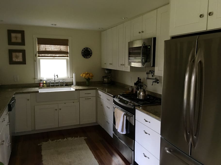 Duel Fuel Range (Gas stove, electric oven). Fully equipt kitchen, microwave, dishwasher, disposal.