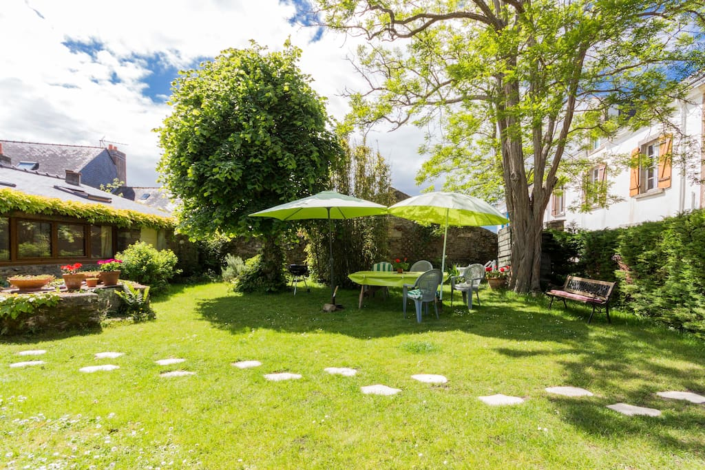 Petite maison avec jardin kercabellec vacation homes for Jardin google translate