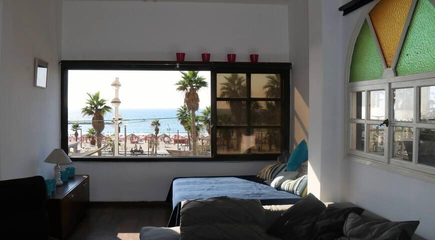 Unique Property.Beachfront.2 floors.Private yard.