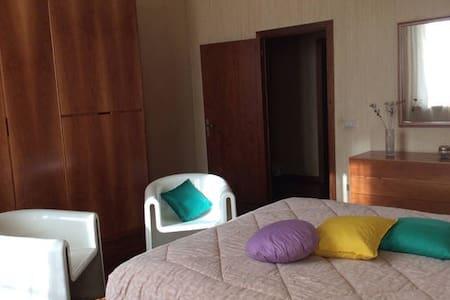 Room GIUDITTA @ Villa Giuditta: quiet countryside - Salti