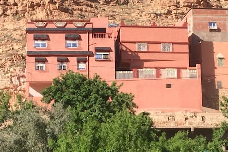 climbing Todra hostel almanadir