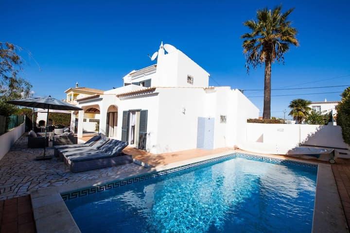 3 Bed Villa With Heated Pool, Walking Distance to Town
