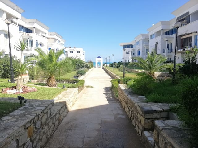 3 rooms apartment in a residence /w private beach