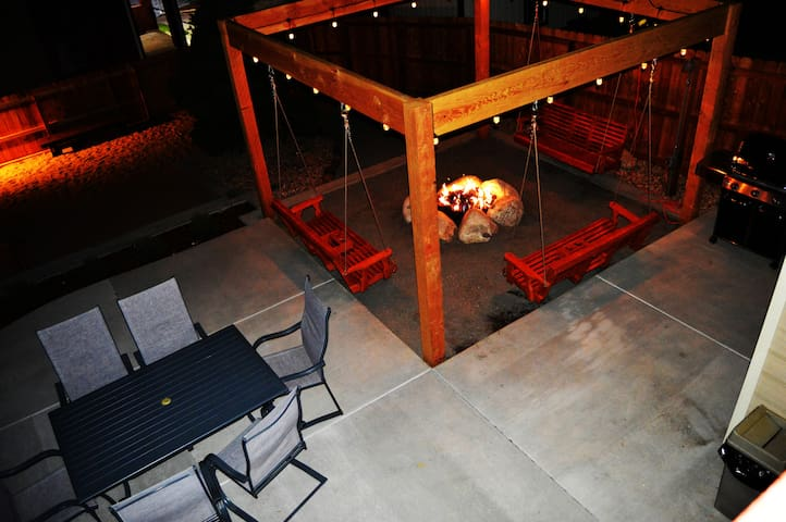 Colorado Relaxing Getaway w/ Hot Tub & Fire-Pit